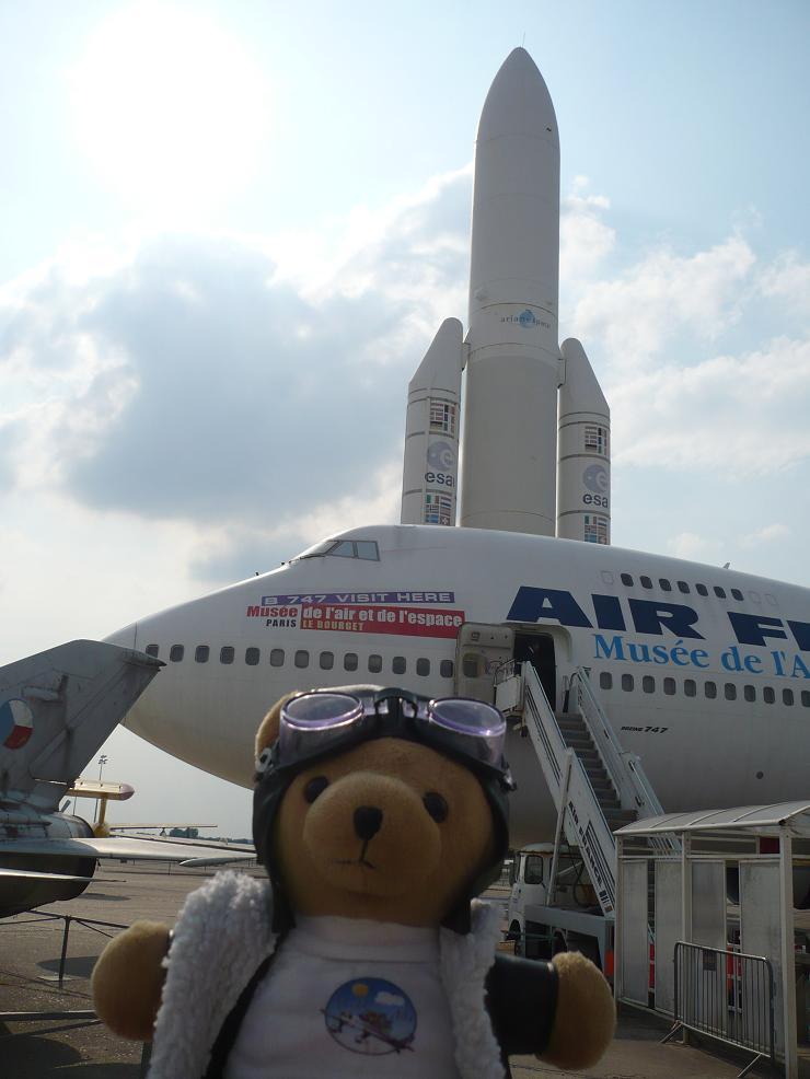 Les vols de la mascotte - Page 5 Bourget2010085m